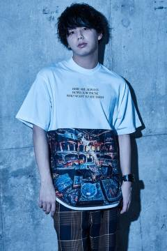 【予約商品】Zephyren(ゼファレン) BIG PHOTO TEE - Dècadence - WHITE
