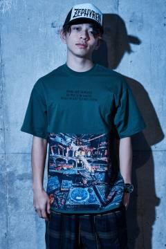 【予約商品】Zephyren(ゼファレン) BIG PHOTO TEE - Dècadence - GREEN