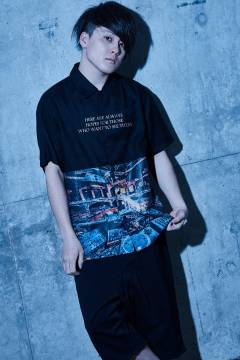 【予約商品】Zephyren(ゼファレン) PHOTO PRINT SHIRT S/S - Dècadence - BLACK